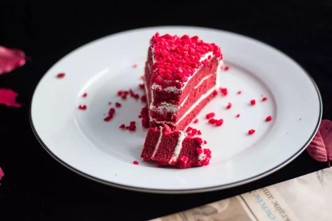 朋友家的甜品店,这有这一款蛋糕最火爆,提前预定都得排队,火