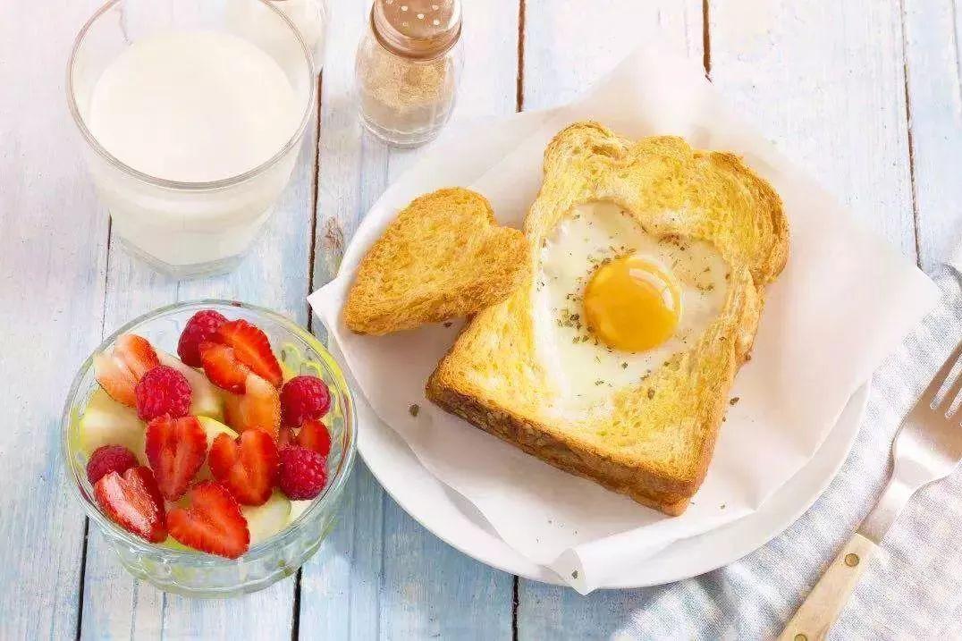 山东姑娘早晨早起五分钟,一个人吃早餐也很有仪式感,网友好羡慕