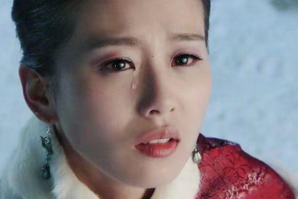 别盯着泪痣了!这5位女演员的痣才有满满风情感,让人一眼难忘