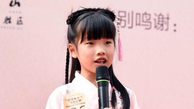 白云飞花令,品读中国年!市民齐聚桃花涧,一年级学生首次参赛勇夺冠军