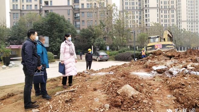 武汉川江池社区党建引领社企共建 畅通小区车辆进出难题
