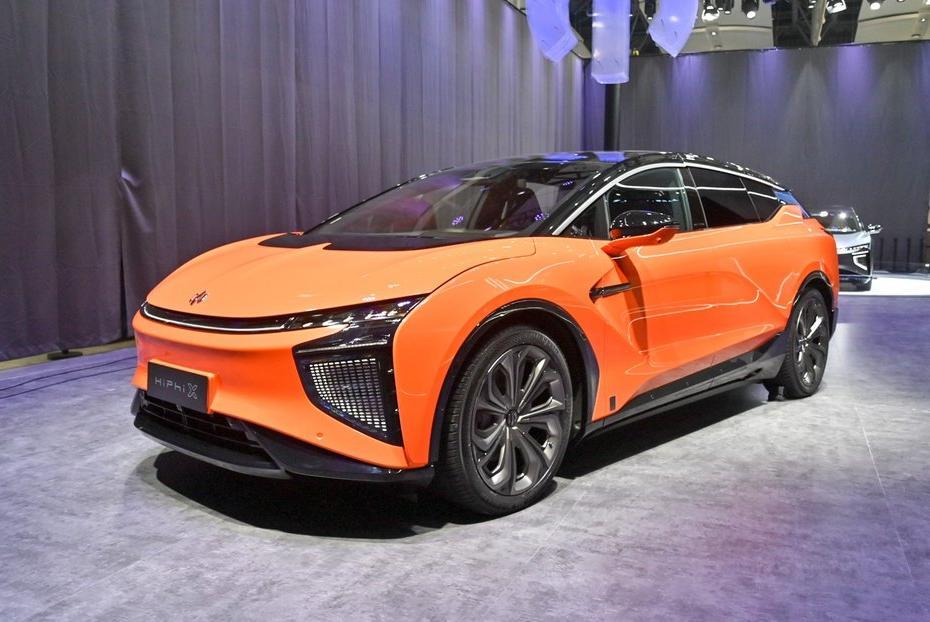 高合HiPhi X定位中大型SUV,车长超五米,有六座版/四座版可选