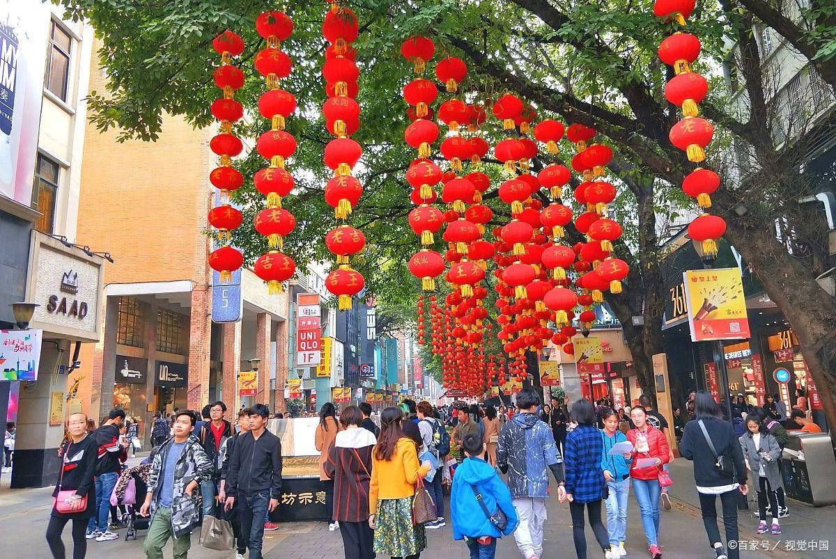 一线城市中最惨的步行街,游客众多,商品却卖不出去