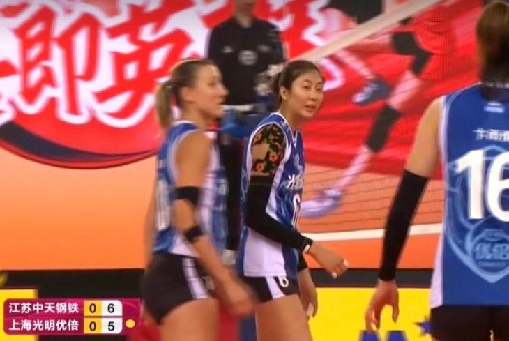 上海女排体力不济,利普曼被重点照顾,首局17-25失利