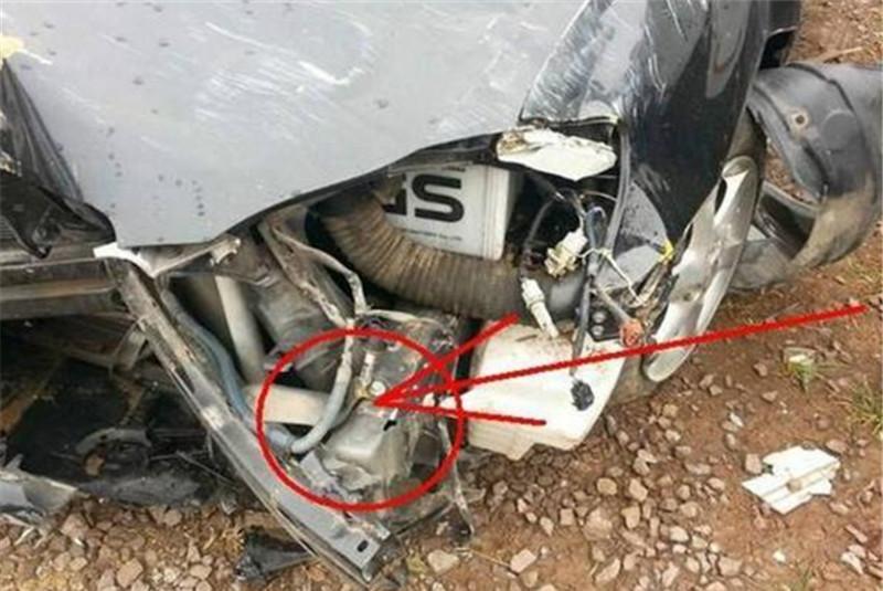 大众遇事故气囊未弹出,女司机向4S店索赔50万,4S店:抢劫?
