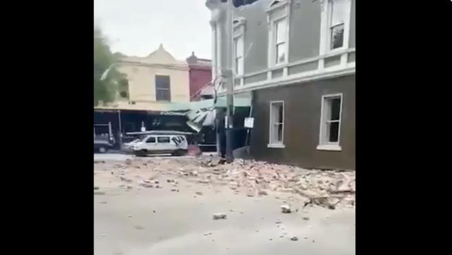 罕见地震来了!主持人正直播