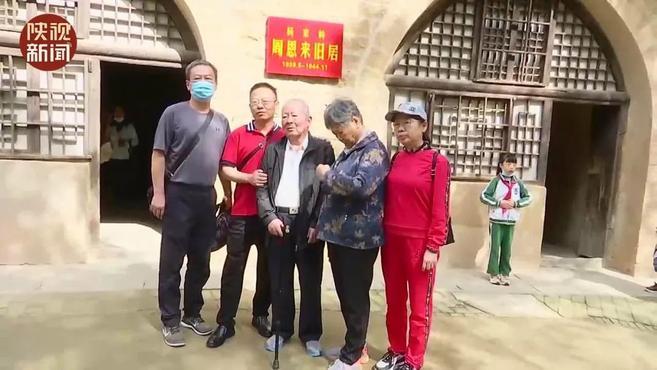 国庆假期延安红色旅游持续火热 59岁老党员连续六年当志愿者为游客服务