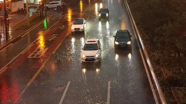 暴雨黄色预警持续发布!这些路段交通管制~