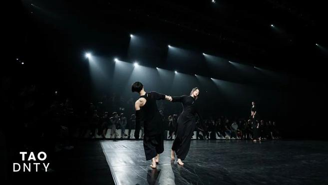 魔性舞蹈引发全网模仿,阿朵:大家已经超越了我丨专访