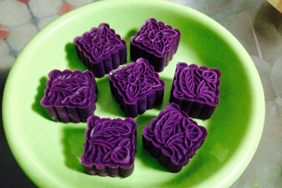 见过不用烤箱做的紫薯月饼吗?低油少糖,软糯细腻,比买的还好吃
