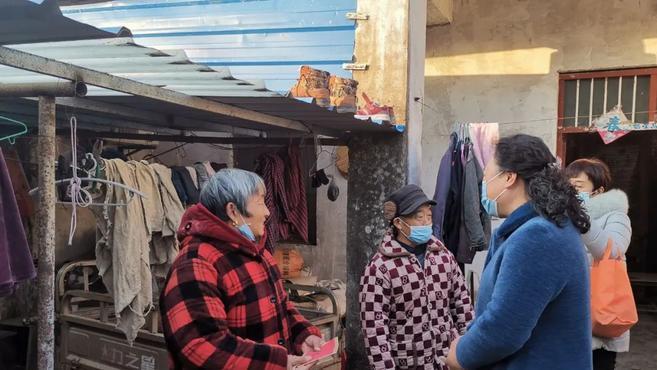 新春送温暖 巾帼暖人心——市妇联领导班子节前走访慰问贫困妇女