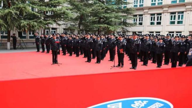 国家移民管理局举行向队旗宣誓仪式