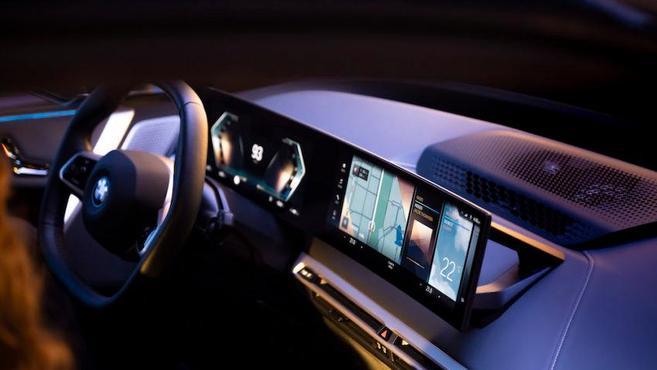 宝马发布新一代智能座舱 车内两块视网膜大屏,还有5G通信能力