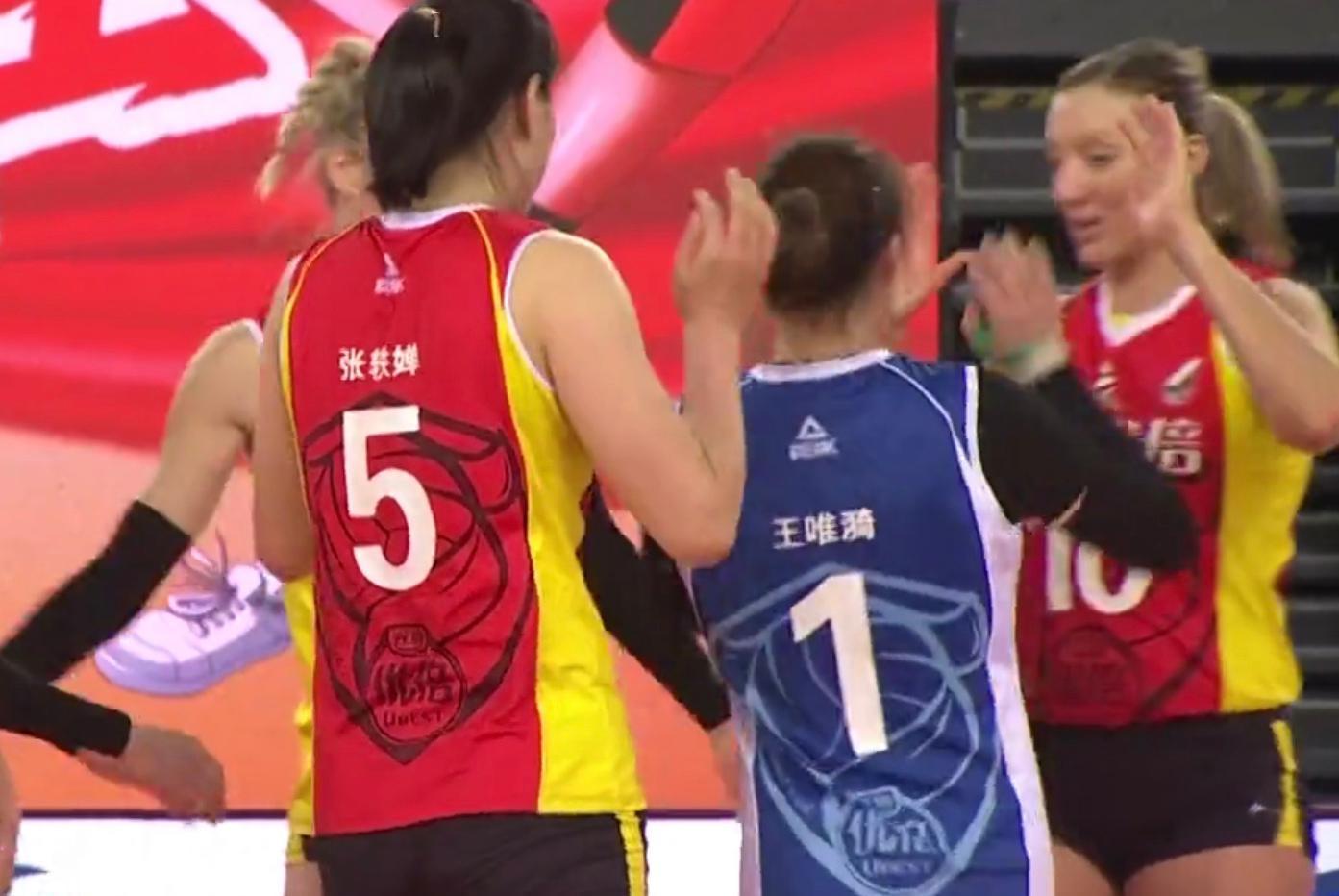 """意外!上海女排碰到""""硬骨头"""",首局22-25遭恒大逆转"""