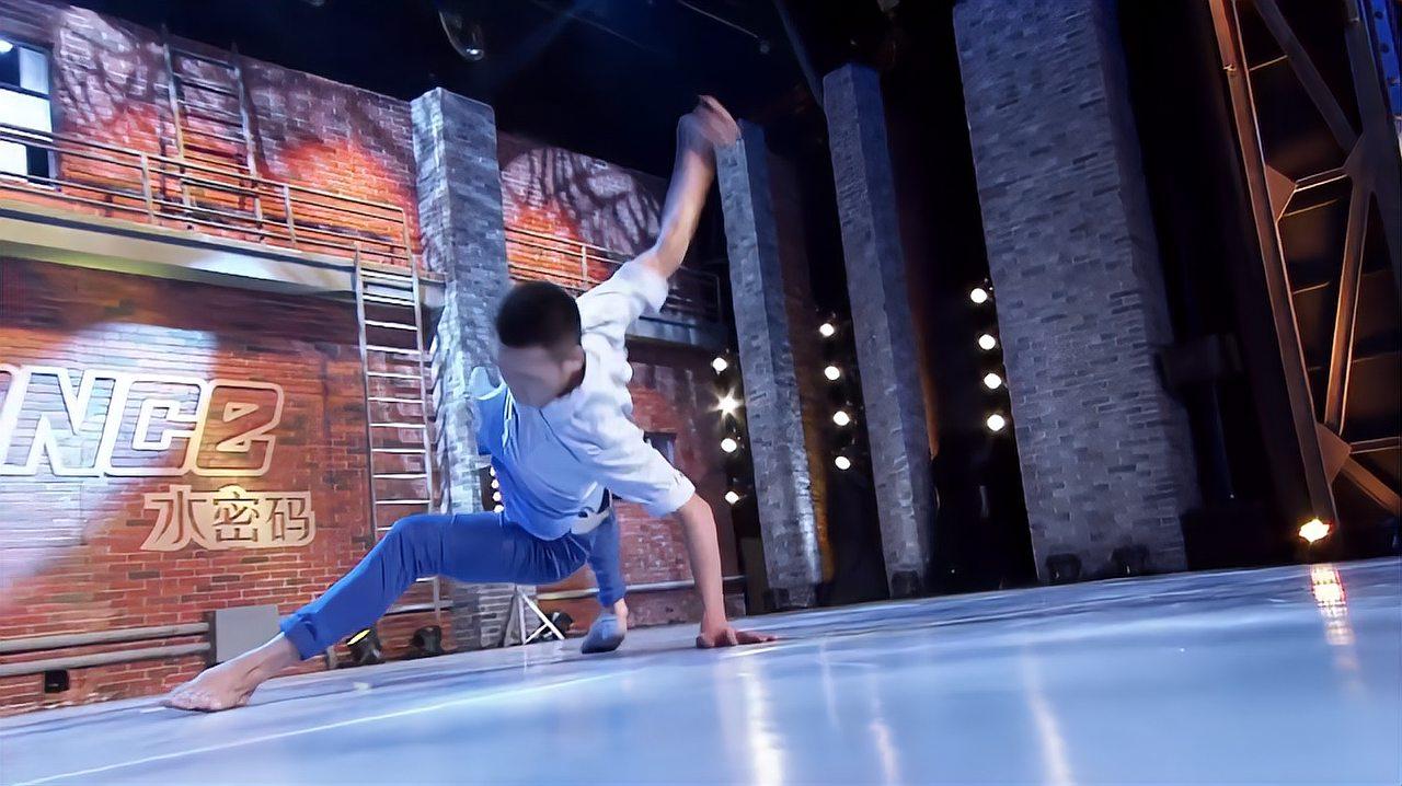 中国好舞蹈:长春小伙上好舞蹈,表演现代舞妈妈,惊艳全场