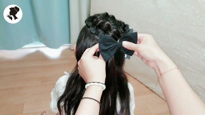 小女孩怎么扎发型简单又漂亮?教你1款新编发,简单又时尚