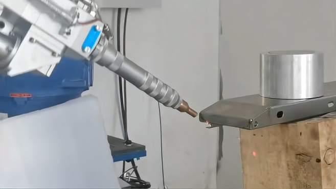 机械手激光焊接机不锈钢快递柜焊接视频