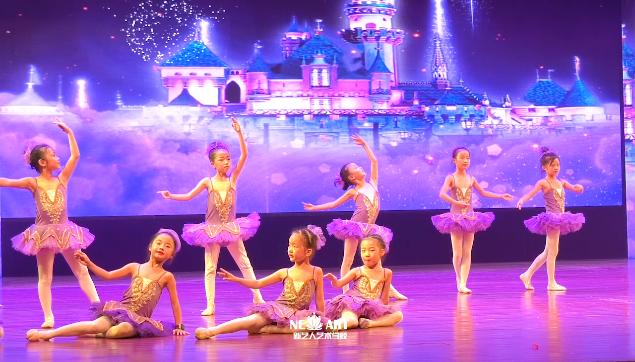 一群小精灵的芭蕾舞蹈,我屏住了呼吸看到结束~