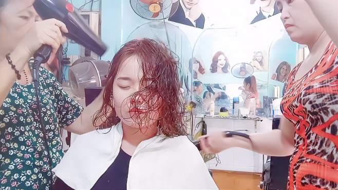 开美发店40年的阿姨,烫出高级感流行发型,这款中发今年很流行