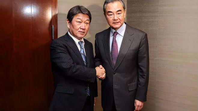 特殊时刻,王毅外长受邀将访问日韩,外媒有个疑问,中方态度鲜明