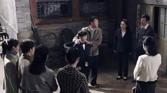 傻柱以为自己要绝后,不料香港前妻把亲儿子带回来,四合院热闹了