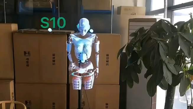 VR机器人比较真实机器人要灵活不少呀!