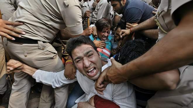 民怨沸腾!印度抗议者夜晚被烧死,示威农民:把莫迪赶下台
