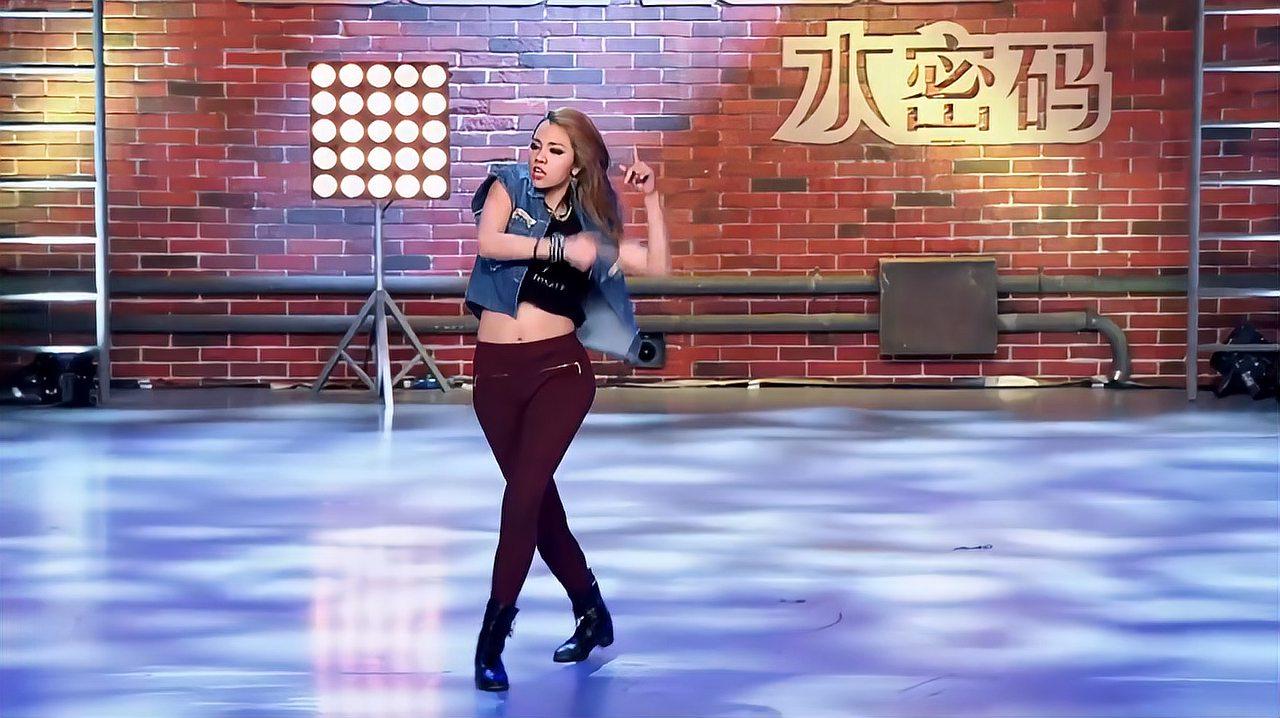 中国好舞蹈:高个女孩上好舞蹈,跳火辣劲舞,引观众喝彩