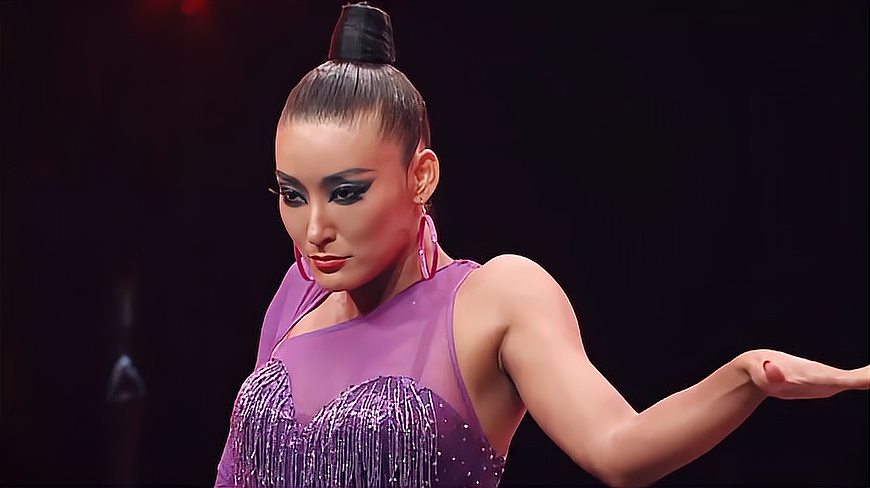 拉丁和芭蕾舞间的巅峰对决,这才是王者该有的姿态,上台超霸气!