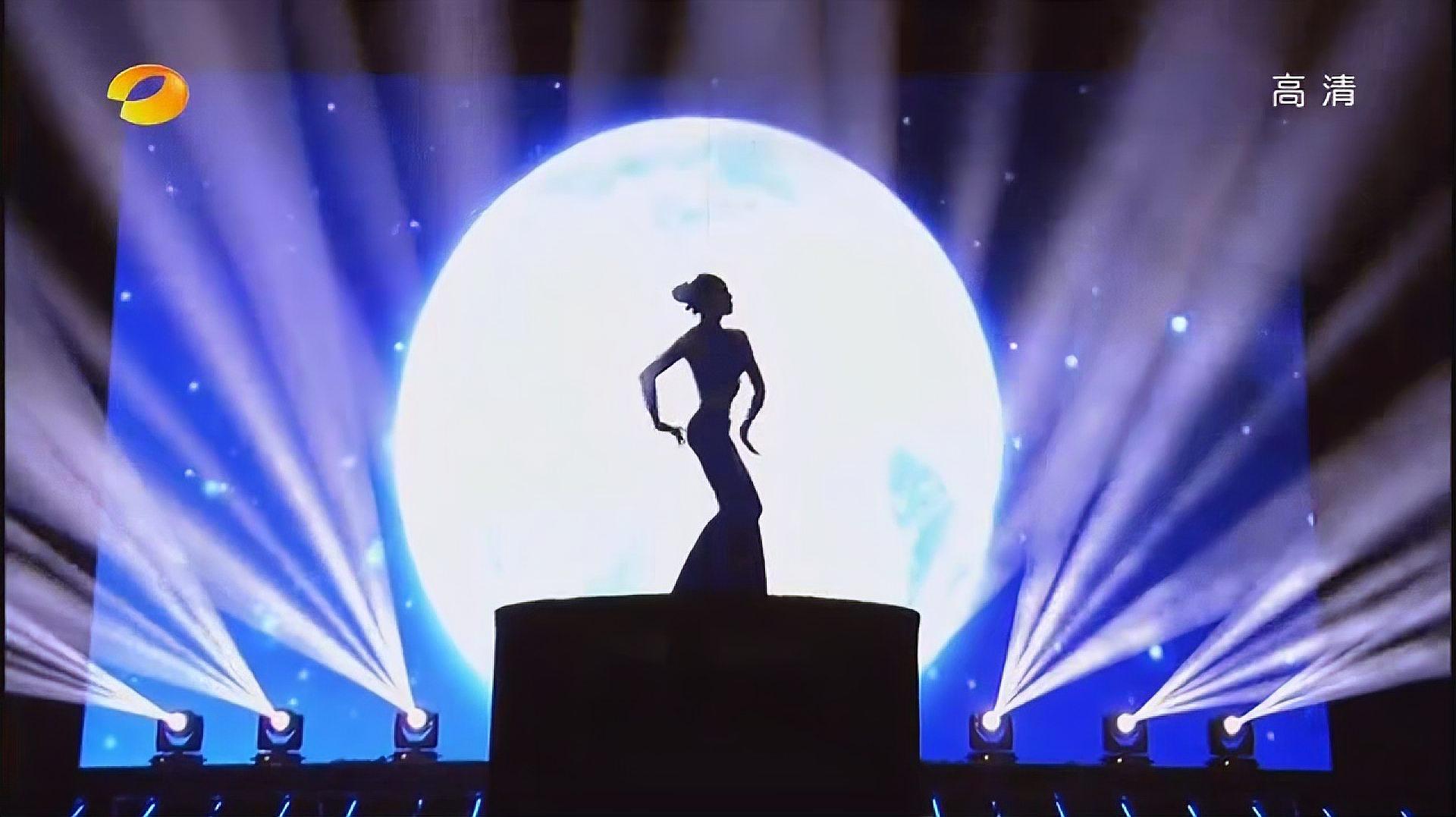 奇舞飞扬:男选手表演孔雀舞,以假乱真,还以为是杨丽萍在跳舞