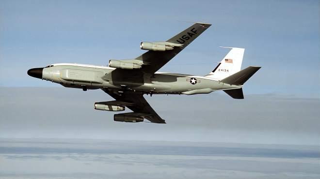 又抵近侦察!美军一天出动两架侦察机,到距我领海基线50海里处