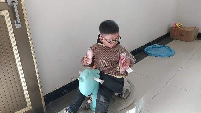 中柬宝宝,哥哥带顺顺出来学骑车,小顺顺和哥哥一起玩盖房子游戏