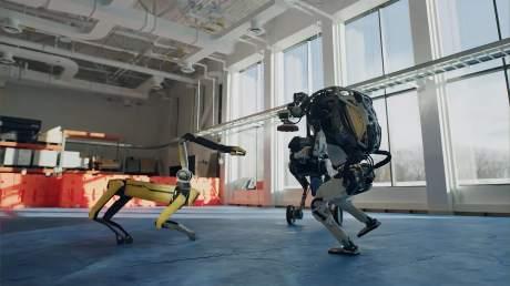 波士顿动力的机器人用独舞和群舞的形式来庆祝2021年的到来