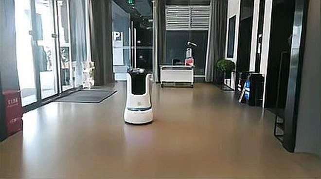酒店机器人送物引领送外卖,样样都会,节省人工成本