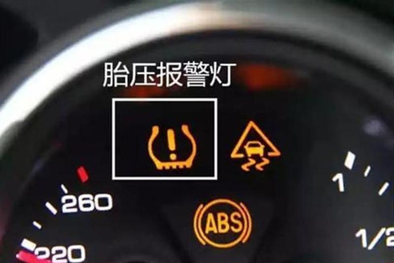 """汽车上有4个""""救命灯"""",一旦亮起就该停车保命,别拿安全开玩笑"""