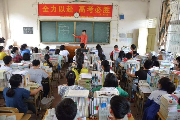 全体学生3月返校无望,家长等来坏消息,高三学生:高考怎么办?