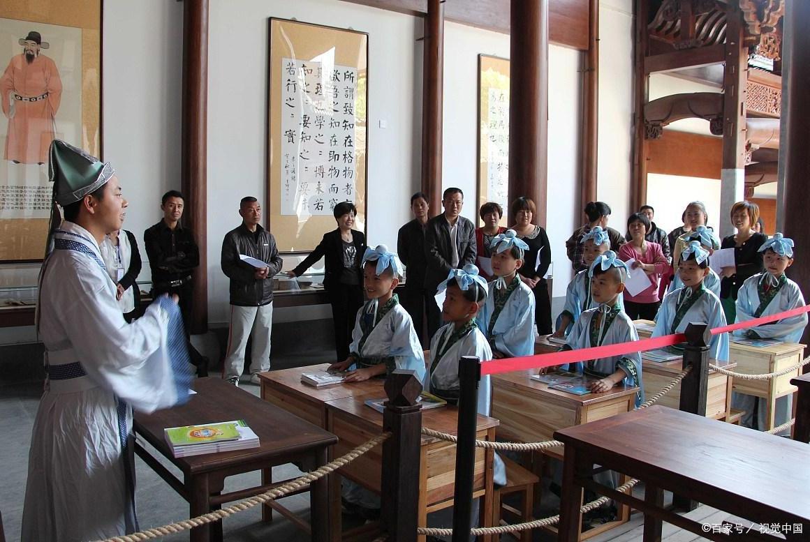 """中国最""""遗憾""""的景区,游客必须穿古装才能进入,特色成败笔"""