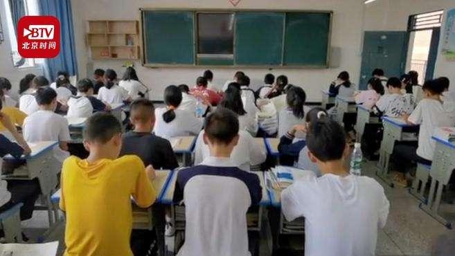 中学班上62名学生全是班干部