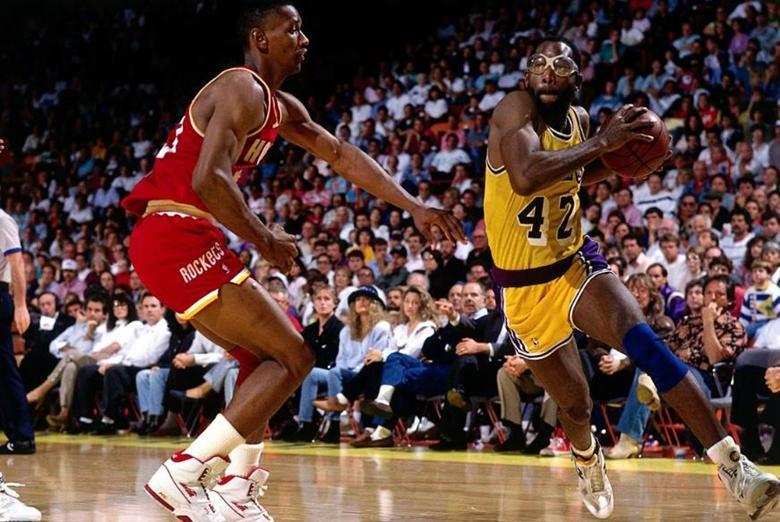 NBA2Kol2之历史球星点评及推荐:眼镜蛇詹姆斯-沃西,性价比之选
