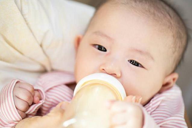 正确解读新生儿常见的5个怪现象:宝宝好着呢,爸妈别急着找医生