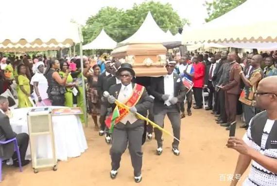 黑人抬棺什么梗?葬礼还能和朋克扯上关系?