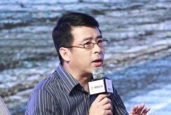 央视主持人阿丘,疫情期间公然喊话中国道歉,如今已被彻底封杀!