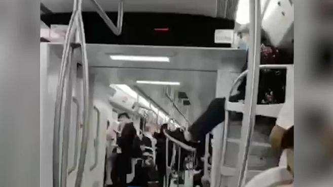 重庆一老太太爬上地铁行李架上蹭坐,还不停抖腿