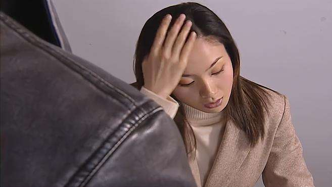 红罂粟:女子伪造本科文凭,当上了法官,不料下一秒就被抓走