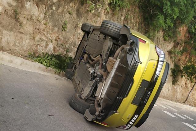 领克03+山路翻车,维修费用或超10万!就问车主怕不怕?