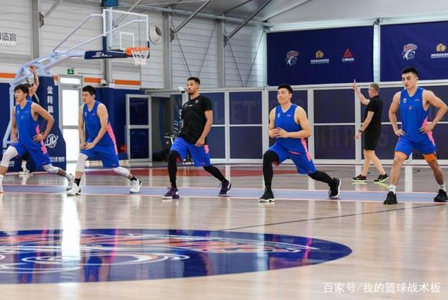 """上海大鲨鱼赢球了,换主教练真的能解决上海男篮的""""乱相""""吗?"""