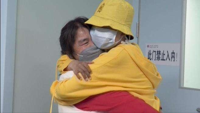 龙凤胎弟弟捐髓救15岁白血病姐姐:不敢喝水,把最好的给她