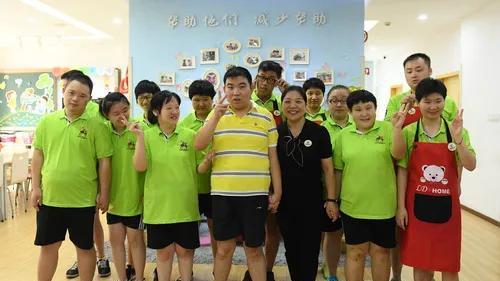 """杭州最美妈妈:儿子意外摔伤智力受损,她决定让更多""""长不大""""的孩子不孤单"""
