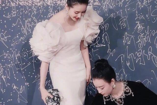 """《流金岁月》官宣刘诗诗、倪妮,女女cp""""为倪写诗""""会大爆吗?"""
