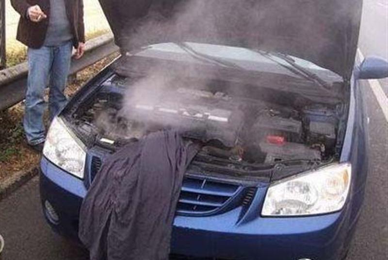 连续开车几小时,需不需要打开发动机盖散热?维修工:听好了!